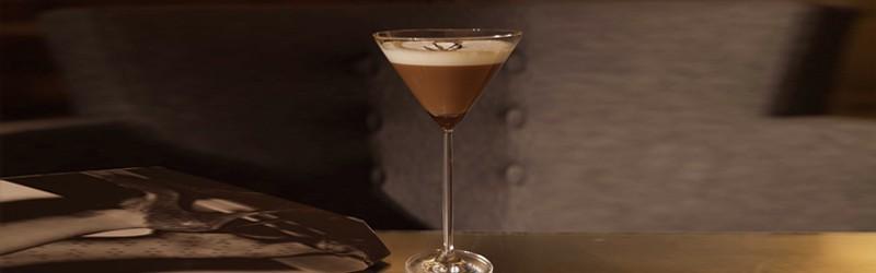 Her ser du en Espresso Martini drink. Find også en Espresso Martini opskrift her.