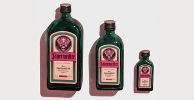 Her ser du Jägermeister flasker. Find en Jægersoldat opskrift her.