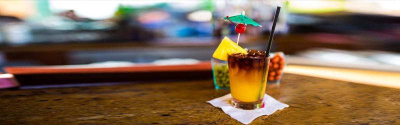 Her ser du en Mai Tai drink. Få en Mai Tai opskrift her.
