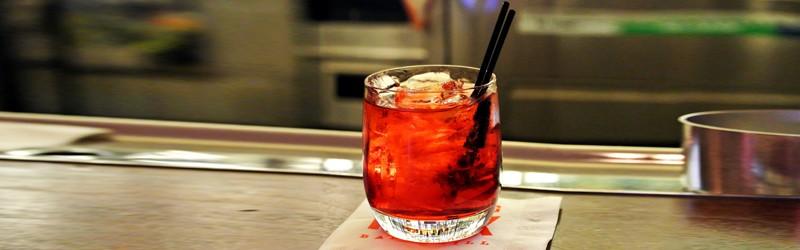Her ser du en Negroni drink. Find en Negroni opskrift her på siden.