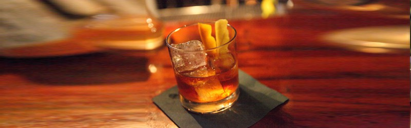 Her ser du en Old Fashioned drink. Find en Old Fashioned opskrift her på siden.