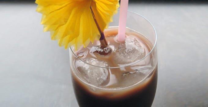Her ser du en Skumbanan drink. Få en Skumbanan opskrift her på siden.