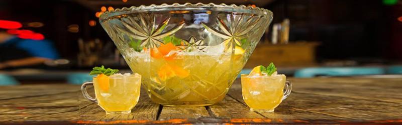 Her ser du velkomstlimonade i bowle med vodka.
