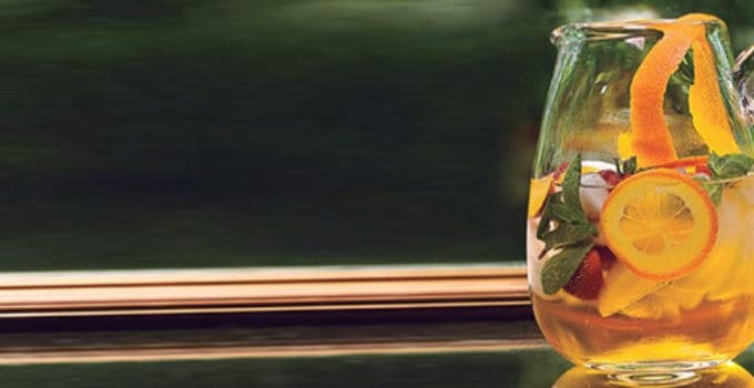 Her ser du en alkoholfri Sangria drink. Få en alkoholfri Sangria opskrift her.