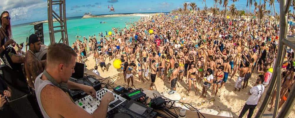 Pynt til firmafest med beachparty-tema
