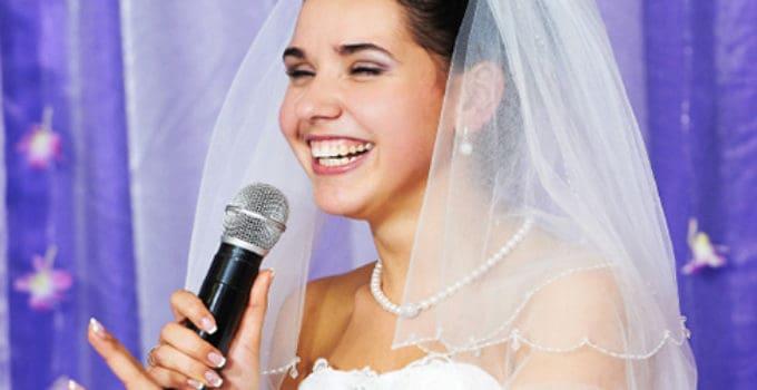 Lær hvordan du skriver den bedste tale som brud