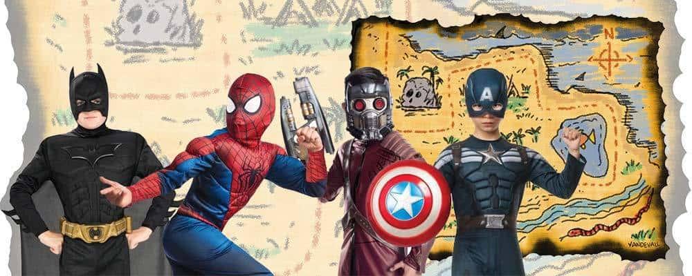 Børn i kostumer der gør klar til skattejagt for drenge