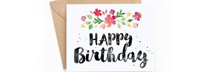 Tillykke med fødselsdagen på engelsk på et fødselsdagskort