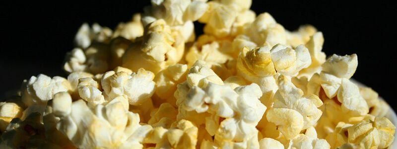 Popcorn der bliver spist til romantiske film