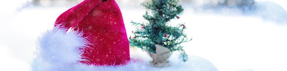 Billede der viser en nissehue og juletræ, der repræsenterer juleunderholdning